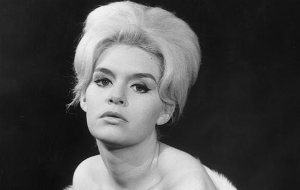 Já a atriz Carol White (1943-1991) chegou a assinar uma petição de mulheres que haviam se arrependido de abortar. (Foto: Getty Images)