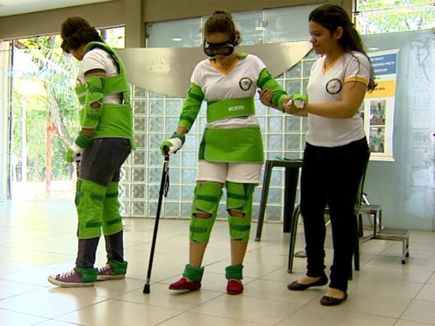 Simulador da USP de Ribeirão Preto mostra limitações enfrentadas pelos idosos (Foto: Reprodução/EPTV)