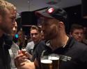 Rivais apenas no octógono: Gustafsson e Blachowicz bebem cerveja após a luta