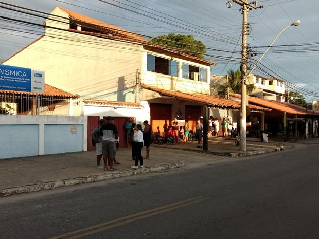 Fila se formou já no início da manhã em São Pedro da Aldeia (Foto: Paulo Henrique Cardoso/G1)