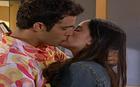 Bernardo e Betina se beijam