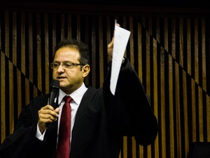 Promotor Marcos Mousinho abre último de júri da morte de PC Farias (Foto: Jonathan Lins/G1)