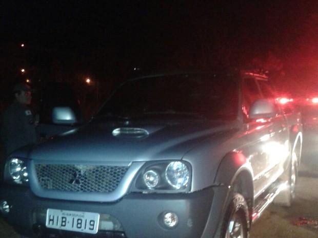 Carro em Chamas foi Próximo Encontrado Ao Corpo (Foto: Polícia Militar / Divulgação)