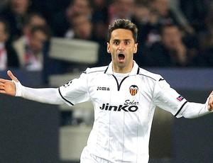 Jonas comemora gol no jogo do PSG e Valencia (Foto: Reuters)