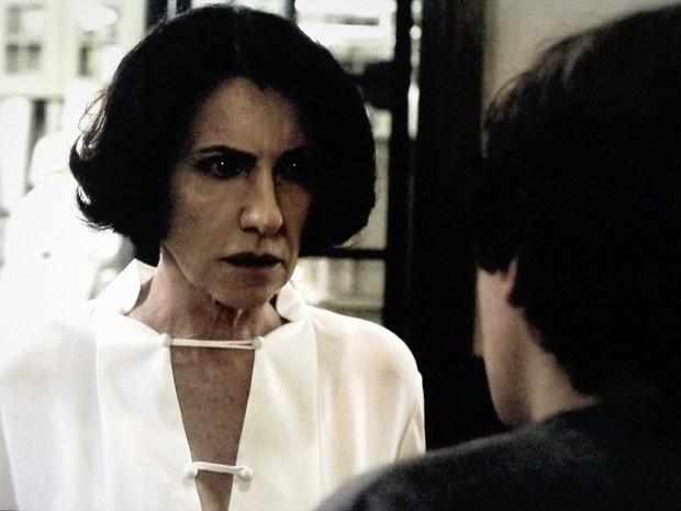 Gilda descobre que sua filha est[a sumida (Foto: O Rebu / TV Globo)