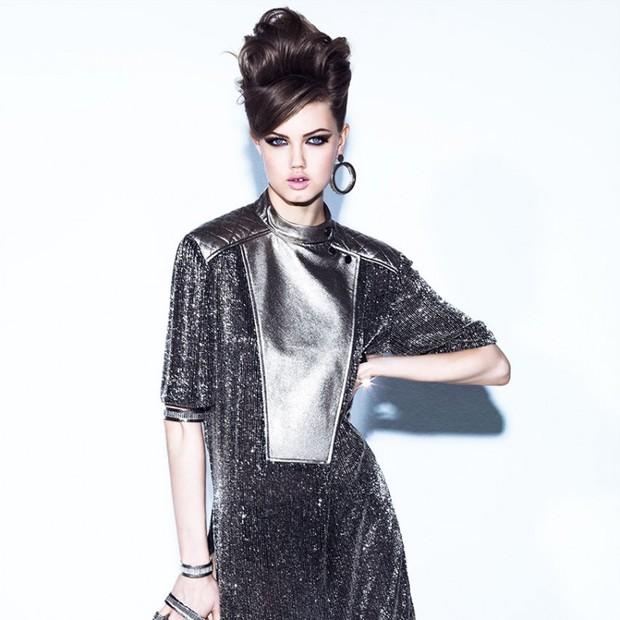 Prata  aposte no brilho do metal para os acessórios de inverno - Vogue  a46434d158c6c