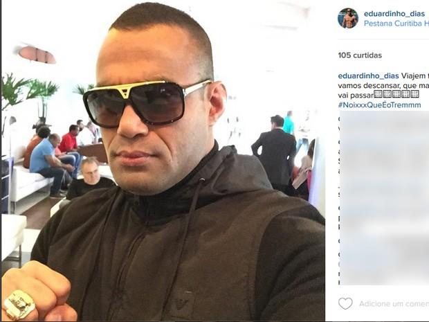 Foto no Instagram mostra anel do Batman (Foto: Reprodução/Instagram)
