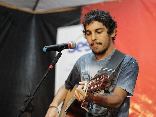 Cantor potiguar Artur Soares foi alvo de críticas nas redes sociais pela música 'Ma Nêga' (Foto: Lenart Veríssimo/Arquivo Artur Soares)
