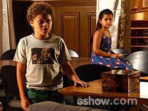 Pedro usa palavras difíceis e Tita não entende que ele está apaixonado (Foto: Malhação / TV Globo)