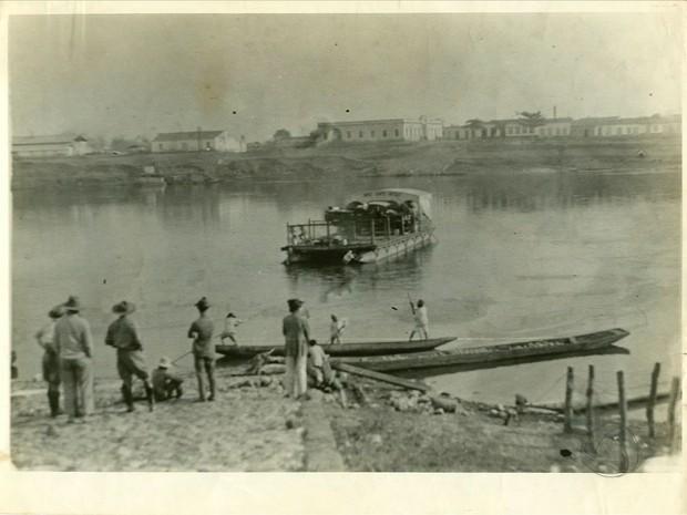 Imagens antigas mostram embarcações no porto em Cuiabá (Foto: Reprodução/ TVCA)