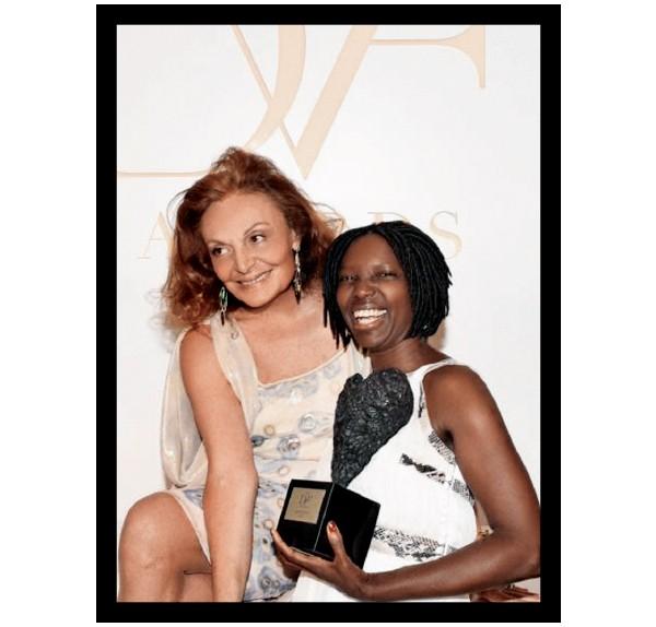 A ativista com Diane von Furstenberg durante premiação (Foto: Exchanges Photos Seguir / AFP PHOTO / Divulgação)