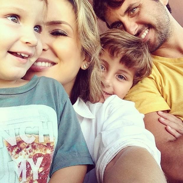 EGO - Claudia Leitte curte o dia com os filhos e o marido ...