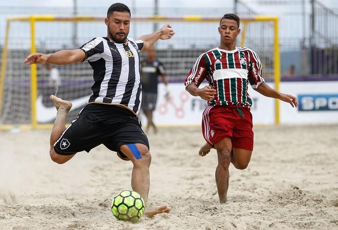 O Botafogo venceu o Fluminense no clássico carioca da segunda rodada em Santos (Foto: Marcello Zambrana)