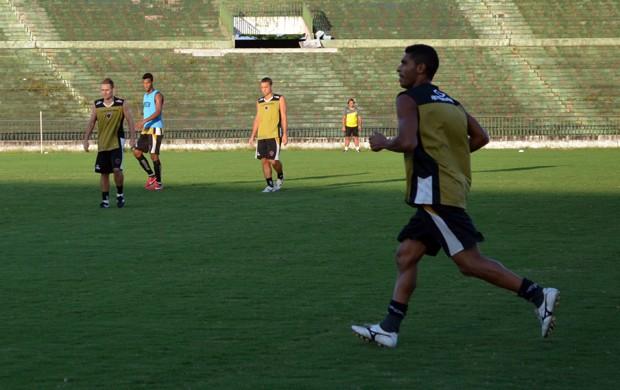 Rafael Aidar, Fausto, Treino do Botafogo-PB, Botafogo-PB, Estádio Almeidão, Série D, Campeonato Brasileiro (Foto: Richardson Gray / Globoesporte.com/pb)