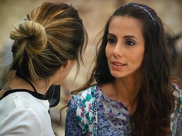 Ayla quer a estrangeira fora da vida de Zyah (Foto: Salve Jorge/TV Globo)