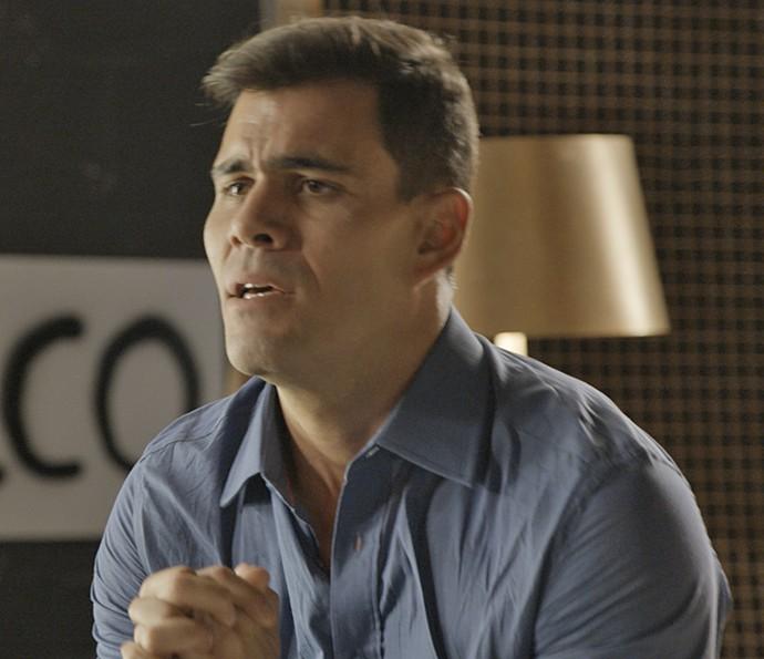 Merlô tenta se explicar para Janete (Foto: TV Globo)