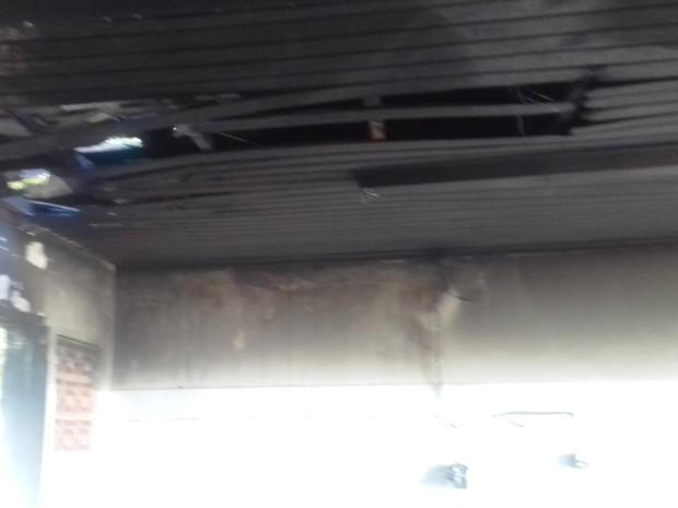 Incêndio atingiu teto de hospital na noite de quinta-feira (Foto: Divulgação/Prefeitura de Boa Vista do Tupim)