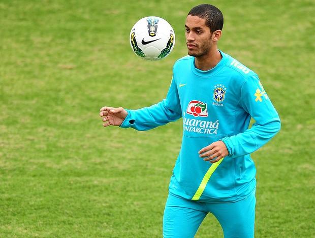 Romulo, Treino da Seleção Brasileira, CT de Cotia (Foto: Marcos Ribolli / GLOBOESPORTE.COM)