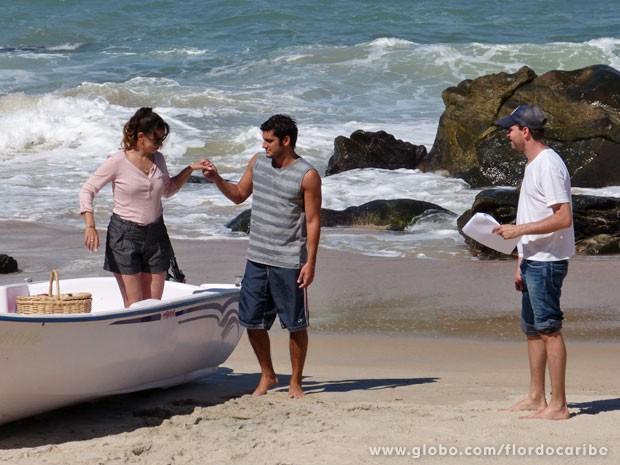 O que será que Juliano e Natália vão aprontar? (Foto: Flor do Caribe / TV Globo)
