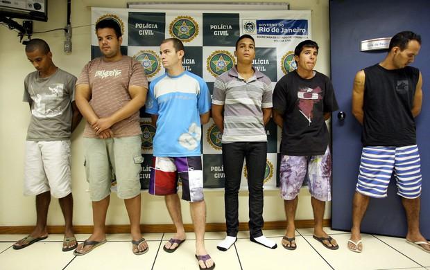 vasco força jovem torcedores presos (Foto: Guilherme Pinto/Agência Globo)