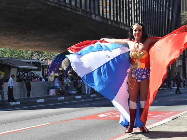 Participante concentrado para a 18ª Parada do Orgulho de Lésbicas, Gays, Bissexuais, Travestis e Transexuais de São Paulo (Foto: Duran Machfee/ Futura Press/ Estadão Conteúdo)