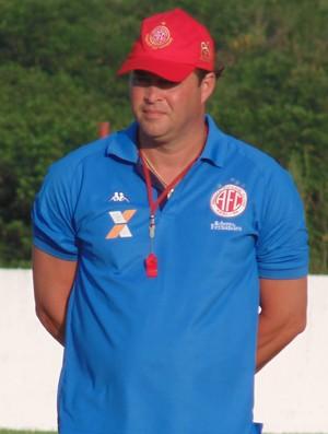 Roberto Fernandes - técnico do América-RN e Cascata - meia do América-RN (Foto: Carlos Cruz/GloboEsporte.com)