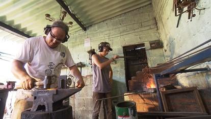Peças de ferro produzidas em Japaraíba ajudam a enriquecer a novela 'Liberdade, Liberdade'