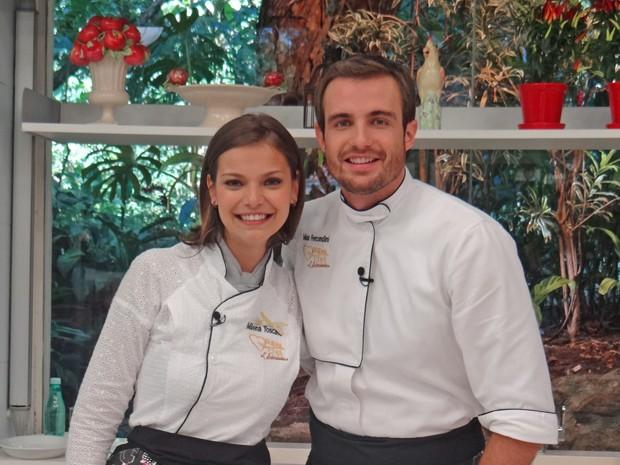 Milena Toscano e Max Fercondini posam felizes por estarem na final do Super Chef (Foto: Mais Você / TV Globo)