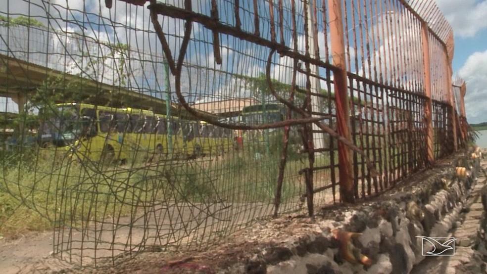 Falta de infraestrutura em terminais de integração facilita ação dos criminosos.' (Foto: Reprodução/TV Mirante)