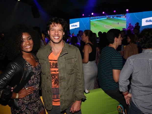 Erika Januza e Nando Rodrigues em evento na Barra da Tijuca, Zona Oeste do Rio (Foto: Denilson Santos/ Ag. News)