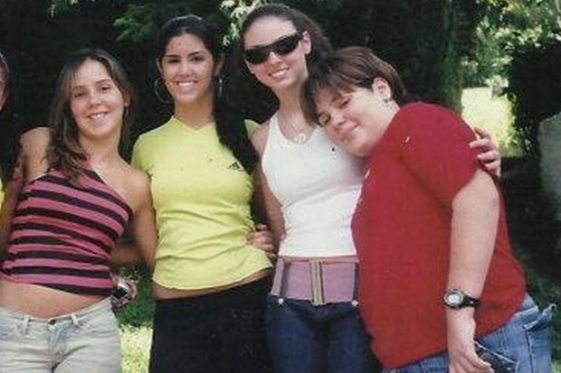 Nathália com amigas, aos 14 anos (Foto: Arquivo pessoal)
