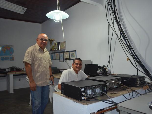 Abílio e Paulo, ou P8AZ e PV8PX são alguns dos radioamadores de Roraima (Foto: Emily Costa/G1)