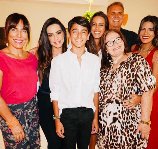 Gloria Pires, Cleo Pires. Ana Morais, Orlando Morais, Bento Morais, Antonia Morais e Wilma Oliveira (Foto: Reprodução)