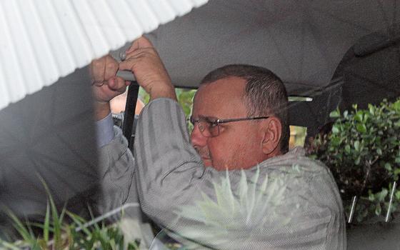 O ex-ministro Geddel Vieira Lima,na saída da prisão.Ele foi do Conselho da Caixa e podia vetar empréstimos (Foto: DIDA SAMPAIO/ESTADÃO CONTEÚDO)