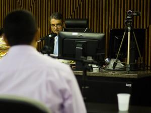 juiz x testemunha Júri da morte de PC Farias entra no 2º dia com depoimento de testemunhas