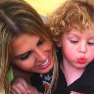 Marcela Queiroz e Felipe, de 5 anos (Foto: Reprodução/ Facebook)