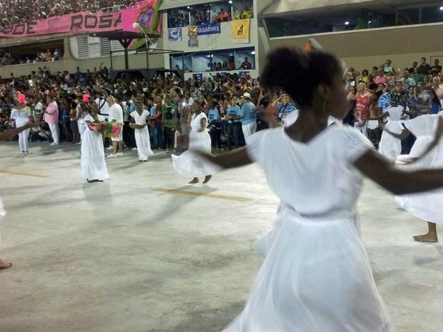 Comissão de frente da Mangueira ensaia na Sapucaí (Foto: Alba Valéria Mendonça / G1)