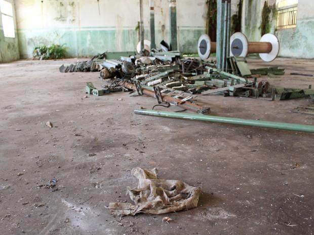 Parte interna da fábrica de tecidos, onde trabalhavam os moradores da vila. (Foto: Pedro Ângelo/G1)