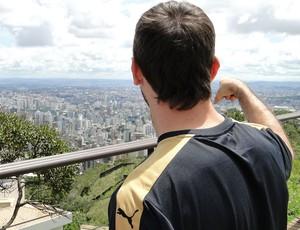Pratto, do Atlético-MG, acha o Independência (Foto: Léo Simonini)