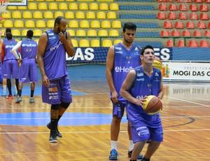 Lessa treino Mogi Basquete (Foto: Bruno Rocha)