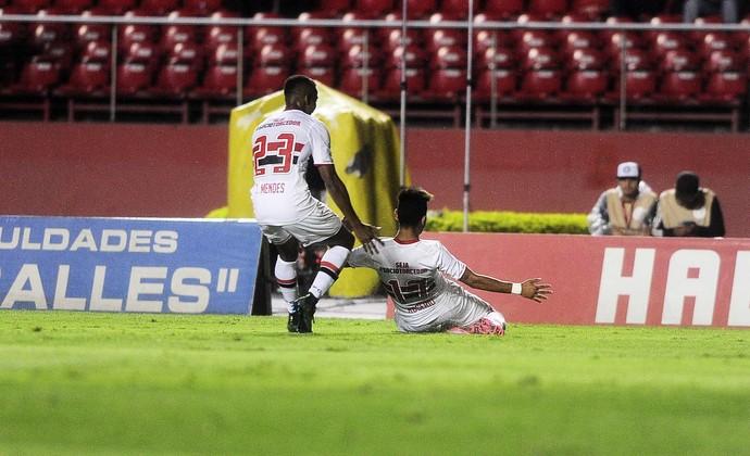 São Paulo x Atlético-PR Thiago Mendes Rogério (Foto: Marcos Ribolli)