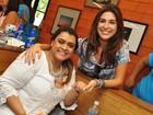 Preta Gil recebe amigos famosos na abertura do seu bazar beneficente