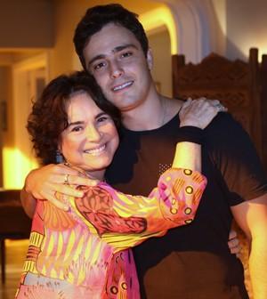 Ator repete parceria com Regina Duarte, sua mãe na ficção (Foto: Carol Caminha/Gshow)