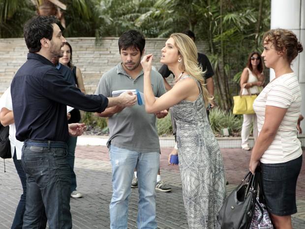 Letícia e Caco ensaiam cena de bate-boca (Foto: Salve Jorge/TV Globo)