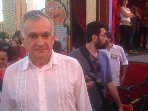 Ministro da Cultura, Juca Ferreira, durante protesto (Foto: Gustavo Garcia/G1)