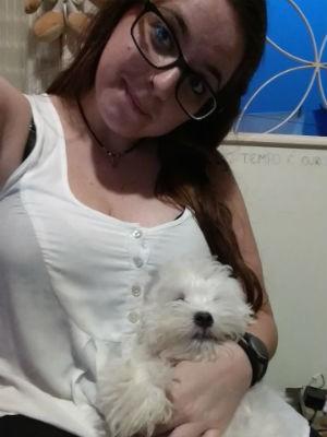 Shaila Duduch de Góes é psicóloga por formação e anfitriã domiciliar de cães (Foto: Arquivo pessoal)