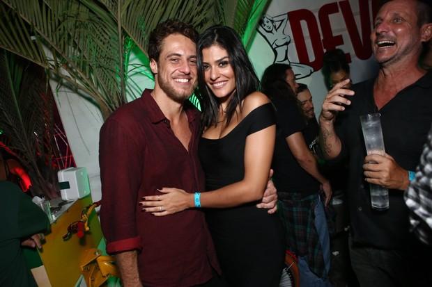 Ex-BBB Daniel Manzieri com a namorada, a modelo Thayna Brito, em boate na Zona Oeste do Rio (Foto: Raphael Mesquita/ Divulgação)