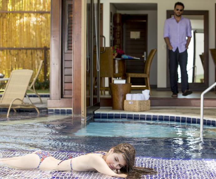 Efeito Angel: Alex simplesmente hipnotizado! (Foto: Felipe Monteiro / Gshow)