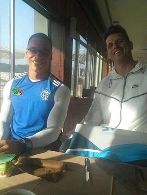 Caio Ribeiro ao lado do paracanoísta Fernando Fernandes em homenagem no Facebook (Foto: Reprodução/Facebook)