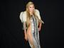Paris Hilton usa transparência ousada para ir a desfile nos Estados Unidos